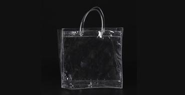装衣服的PVC袋质量相对好一些,节约了塑料袋的使用量